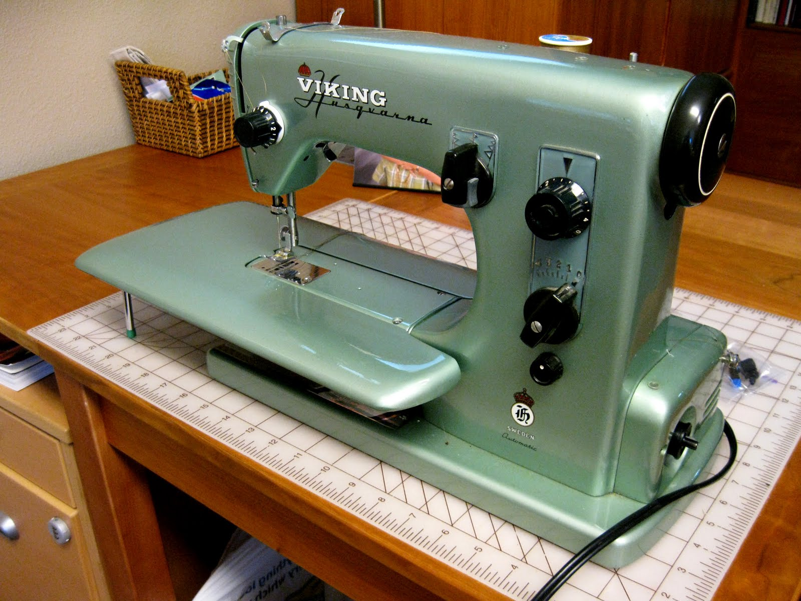 Anything & Everything about the Husqvarna Sewing Machines | : viking quilting machines - Adamdwight.com